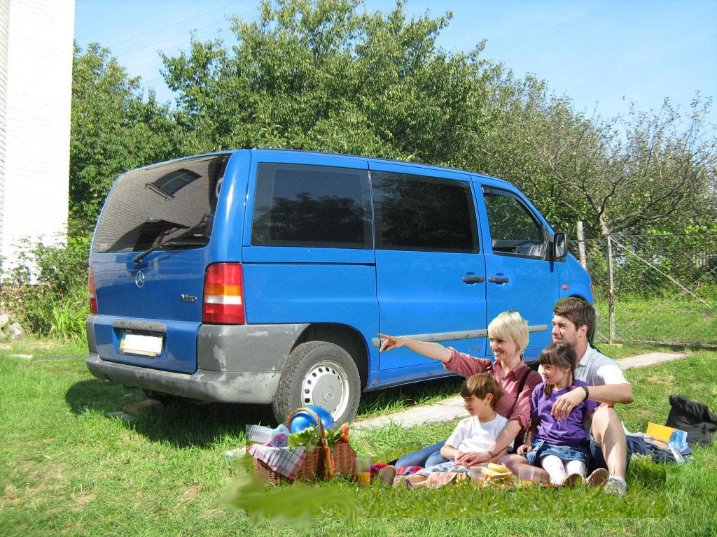 Заказать микроавтобус Мерседес-вито с водителем (белый микроавтобус на 5 мест)