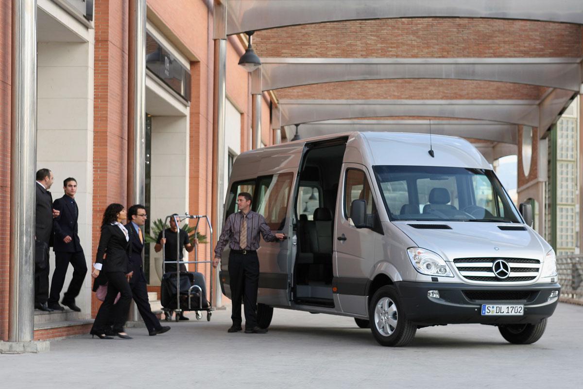 Аренда микроавтобуса для трансфера в аэропорт